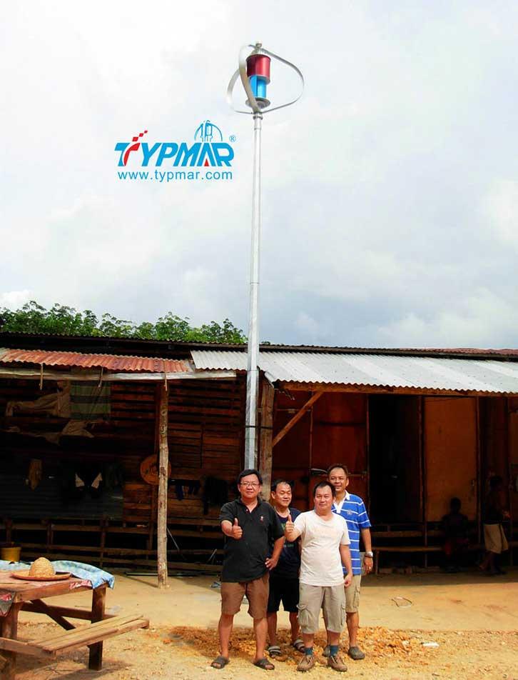 马来西亚居民风光互补系统 居民合影